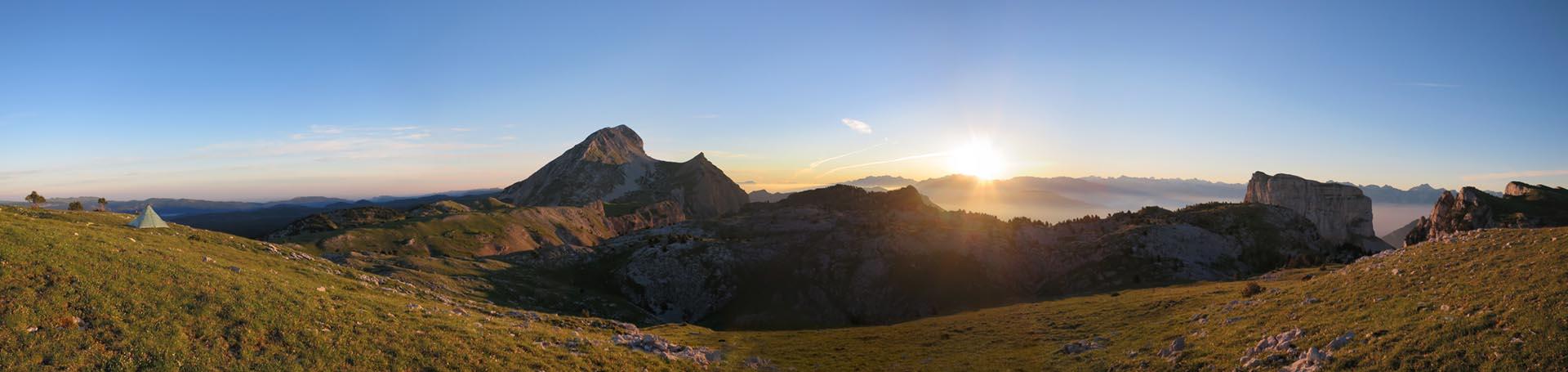 Panorama Mont Aiguille Bivouac Lever Soleil Alpes Grand Veymont Hauts Plateaux Vercors Itinerance Sejour Trek Tente Slow Rando
