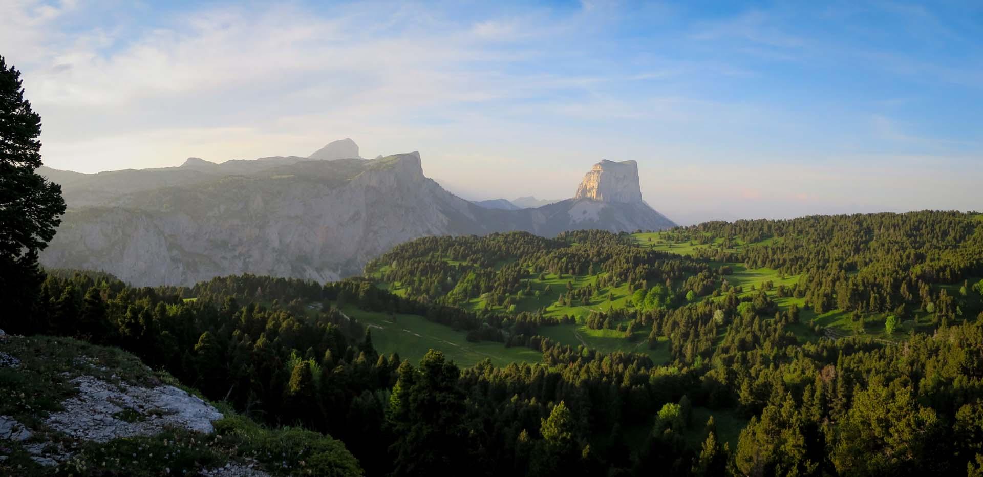 Slow Rando Reserve Hauts Plateaux Vercors Mont Aiguille Bivouac LE SPOT Lumiere Soir