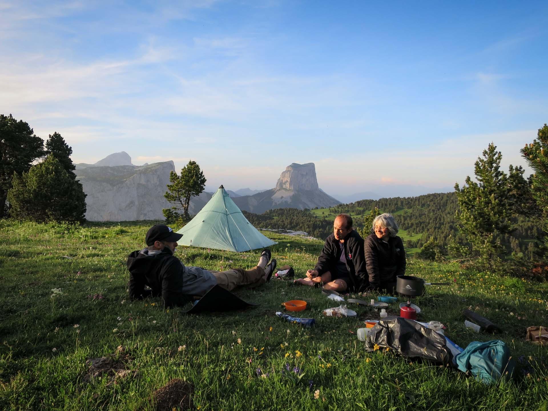 Slow Rando Reserve Hauts Plateaux Vercors Mont Aiguille Bivouac Repas Ambiance Soir
